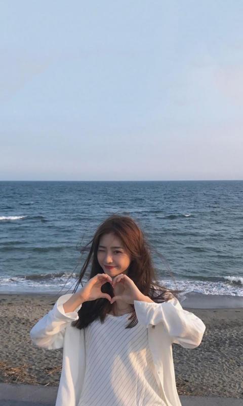 海边比心女孩小清新唯美写真