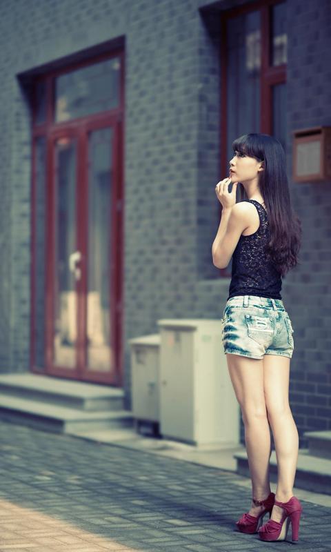 漂亮的街拍美女长发长腿壁纸