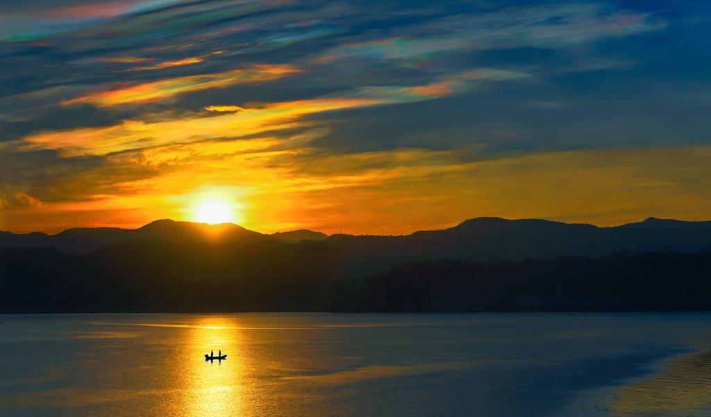 云南 双廊洱海 渔船 日落美景高清电脑壁纸