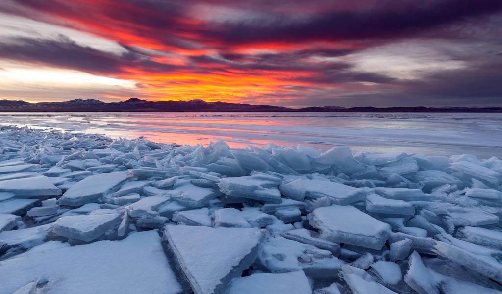 精美日落湖面碎冰块电脑壁纸大图