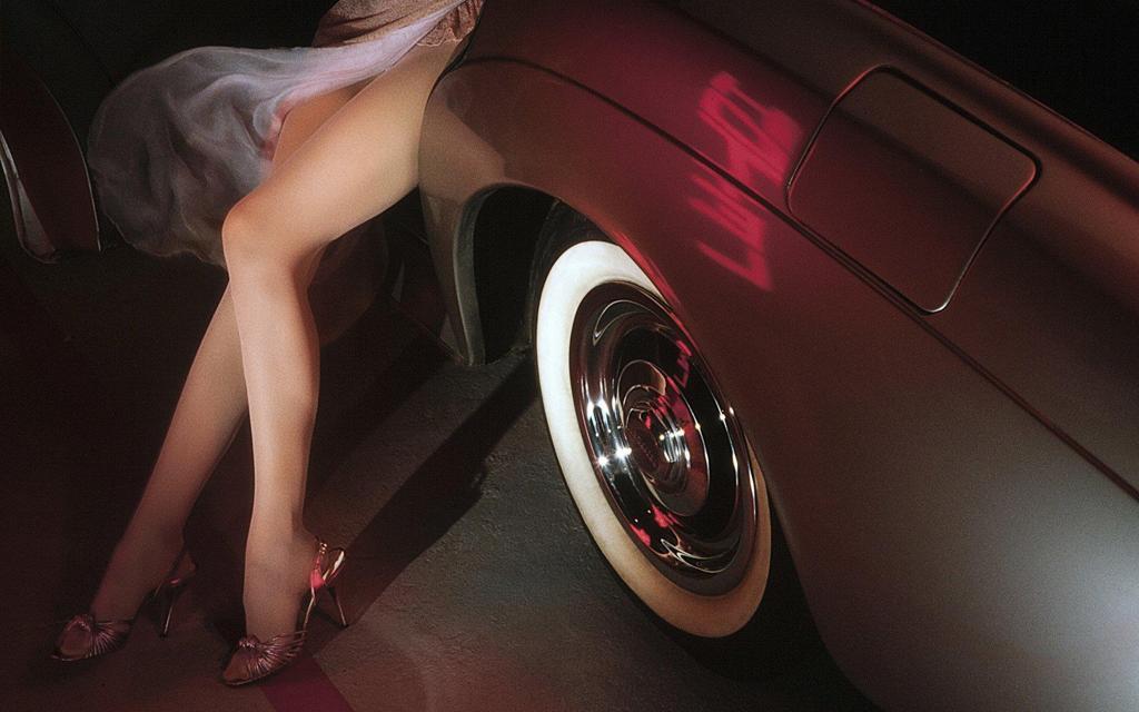 跑车美腿高清桌面壁纸图片