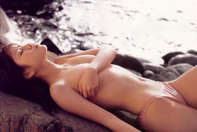 海边性感的泳装美女桌面壁纸