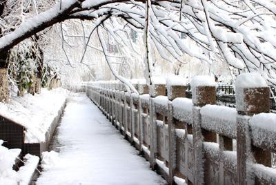 大桥上唯美的雪景高清桌面壁纸