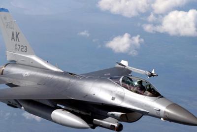 飞行中的战斗机高清壁纸