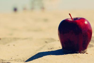 好看的红苹果桌面壁纸