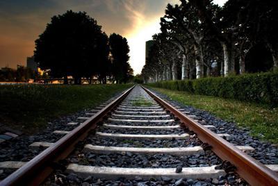 铁轨唯美意境壁纸1920x1200高清图片