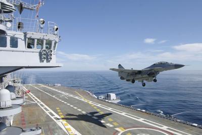 航母上正在起飞的战斗机电脑壁纸
