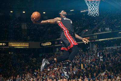 NBA詹姆斯灌篮瞬间电脑壁纸图片