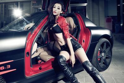 身材不错的美女车模图片壁纸