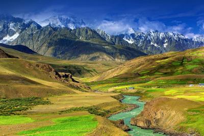 远山小溪大自然山脉风景壁纸