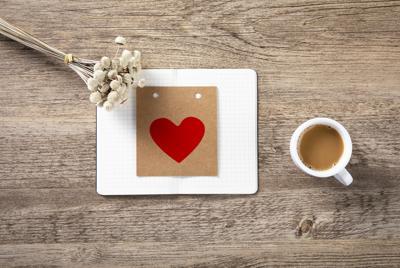 办公桌上的咖啡壁纸图片