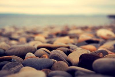 高清海边石头唯美桌面壁纸