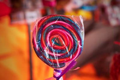 精美一根彩色棒棒糖图片手机壁纸图片