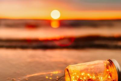 日落沙滩上的漂流瓶图片高清电脑壁纸