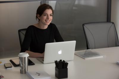 安妮·海瑟薇(Anne Hathaway)苹果办公笔记本电脑壁纸