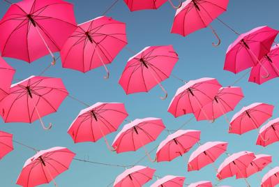 超甜少女心图片 粉红色雨伞桌面背景下载