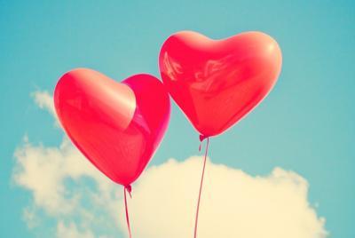 精美红色爱心气球唯美高清桌面图片