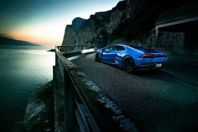 蓝色兰博基尼4k风景壁纸图片