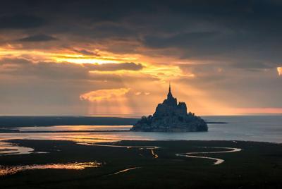 圣米歇尔山 乌云 光 暗黑风景壁纸