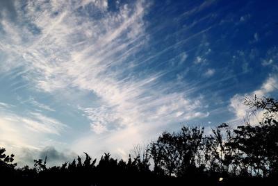 蓝色白云优美的自然景色壁纸图片
