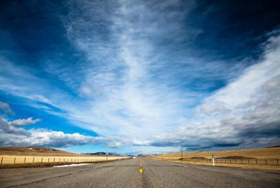 道路唯美风景高清桌面壁纸